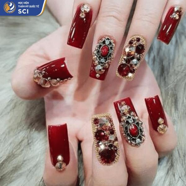 Mẫu nail khảm đá quý cầu kỳ gợi về Dubai - đất nước của xa xỉ phẩm - hoidapnails.com