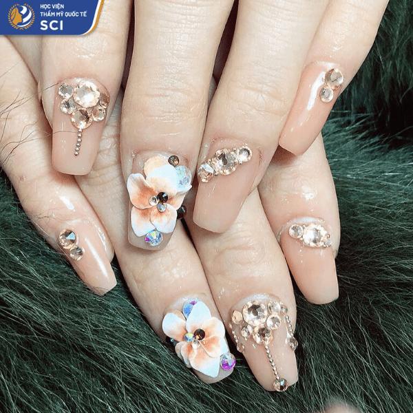 Màu cam nude khiến ngón tay trông thon dài hơn - hoidapnails.com