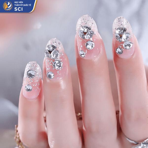 Cách phân bố những viên đá hợp lý sẽ giúp bộ nail trông hài hòa hơn - hoidapnails.com