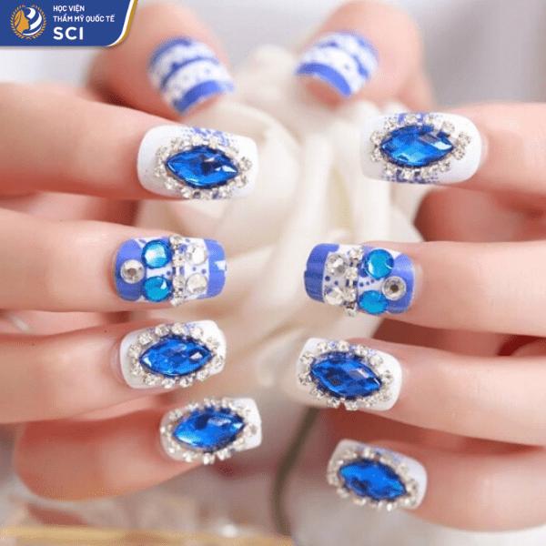 Đá xanh bản to nhưng không hề khiến bộ nail trông nặng nề  - hoidapnails.com