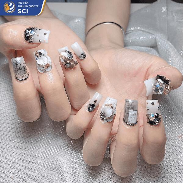 Nail đính đá sử dụng ba màu trắng - xám - đen làm chủ đạo cực kỳ thời trang - hoidapnails.com