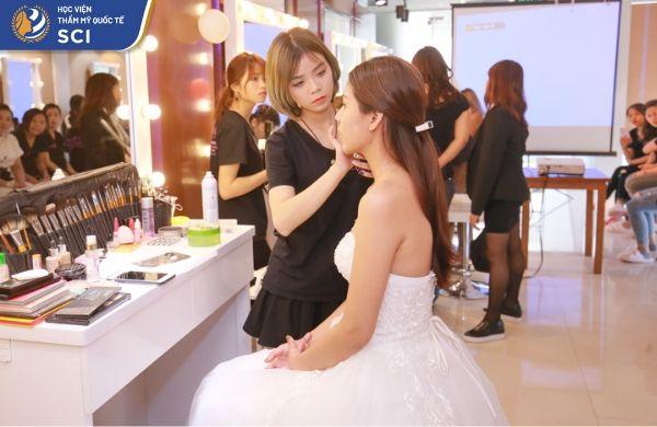 học trang điểm cô dâu ở đâu tốt nhất  - hoidapnails.com