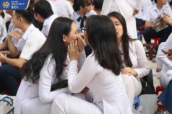 Đồ trang điểm cho học sinh - hoidapnails.com