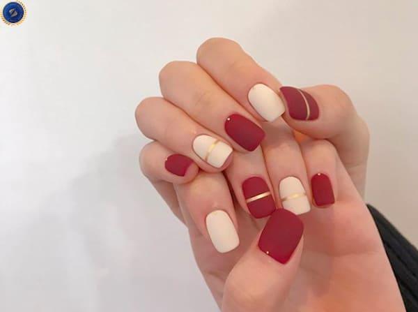 Tông màu đỏ trắng lì kết hợp với đường kẻ ánh kim - hoidapnails.com