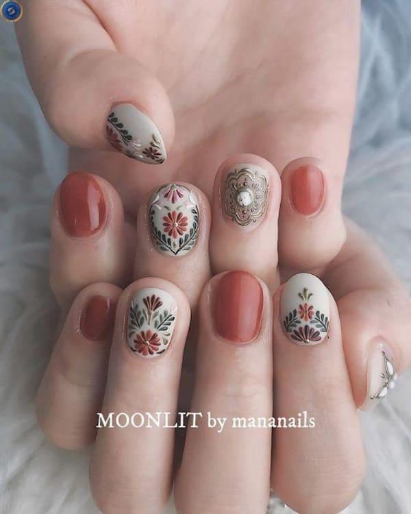 Mẫu nail hoạ tiết hoa tinh tế thanh lịch - hoidapnails.com