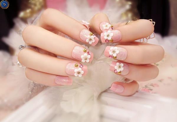 Mẫu nail hồng đính đá và hoa cho các cô nàng tiểu thư - hoidapnails.com