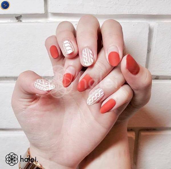 Mẫu nail len kết hợp với sơn matte cực kỳ phù hợp với dịp tết - hoidapnails.com