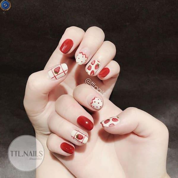 Diện Tết với mẫu nail dâu tây dễ thương - hoidapnails.com