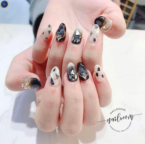 Mẫu nail đen ẩn xà cừ - hoidapnails.com
